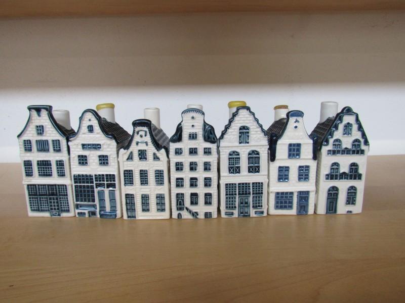 Lot 2:  zeven huisjes KLM - Bols jenever